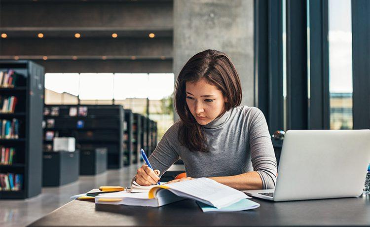 Quais são os benefícios do curso completo de inglês?